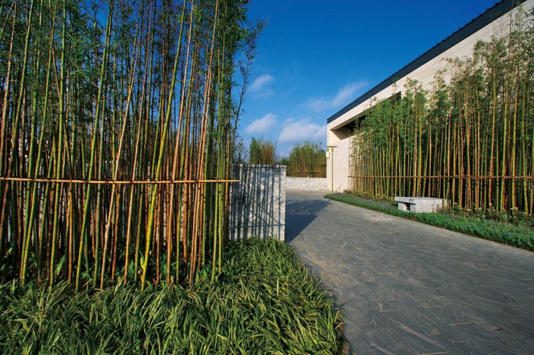 简约的风格打造现代中式园林大宅,并从不同角度诠释中式建筑文化,设计